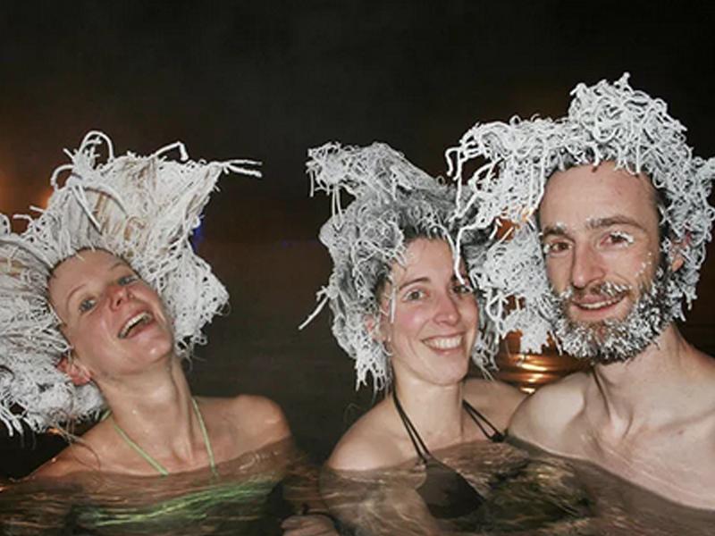 Destinos de Hielo: Takhini, la fuente termal que permite hacer peinados de hielo