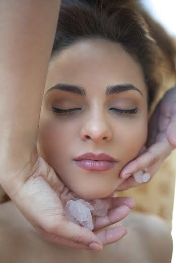 Los múltiples beneficios del hielo para la belleza