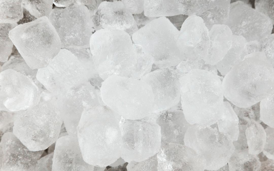 Maneras de hacer hielo rápido
